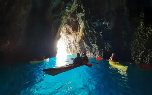 Kayak tour alla grotta azzurra di Taormina.