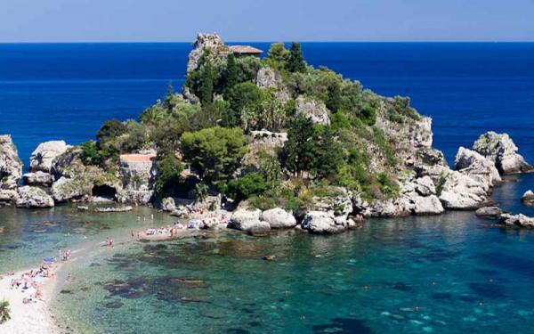 La riserva Marina dell'Isola Bella di Taormina.